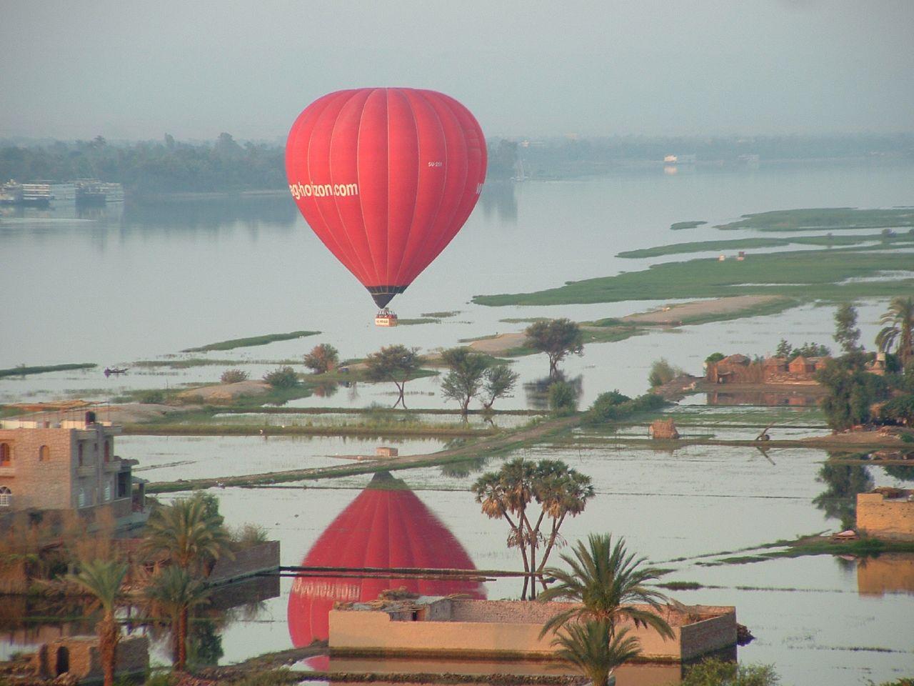Воздушный шар над городом мертвых, Луксор