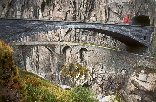 Каменный мост Teufelsbruecke, Андерматт.jpeg