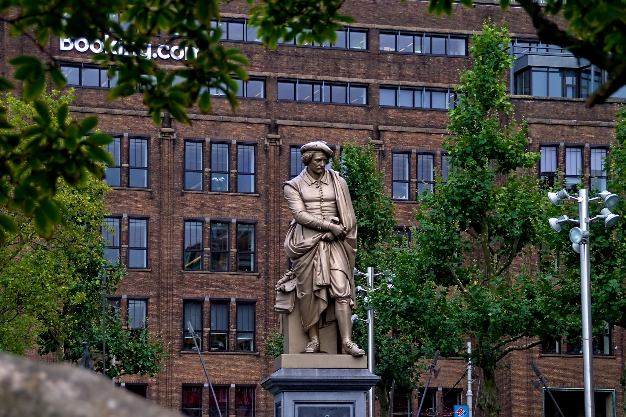 Памятник Рембрандту на площади Рембрандта, Амстердам