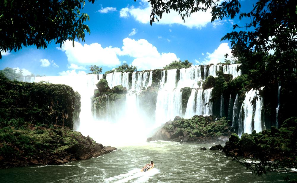 Вид на водопады Игуасу
