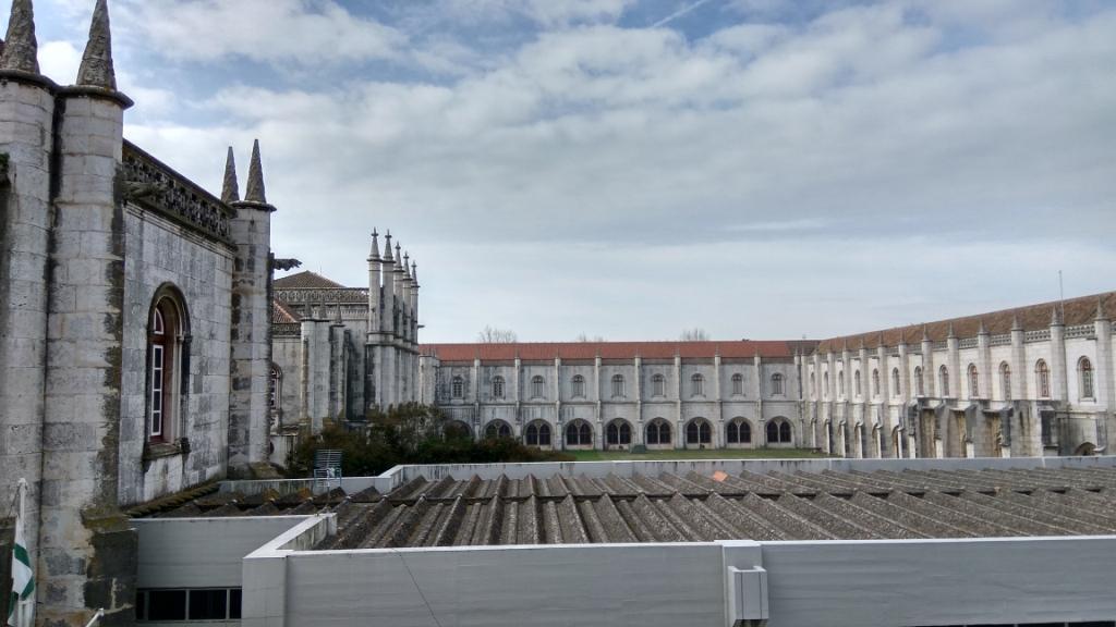Внутренний двор и крыши монастыря Жеронимуш, Лиссабон