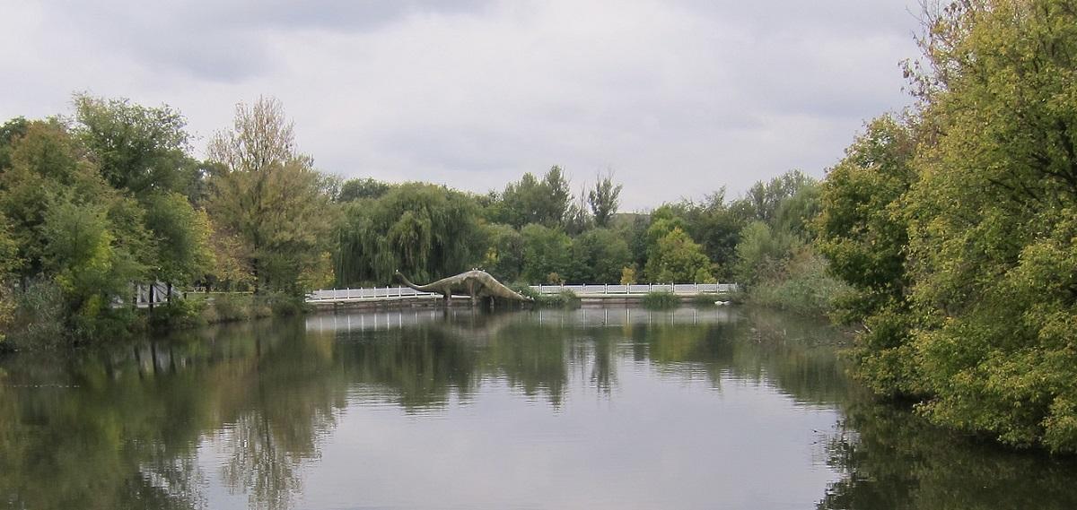 Водоем в Ростовском зоопарке