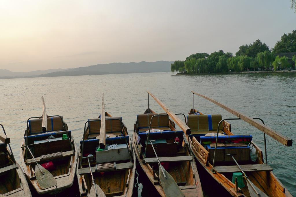 Озеро Сиху, прогулочные лодки