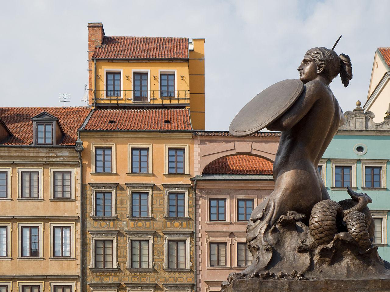 Русалочка перед Историческим музеем Варшавы