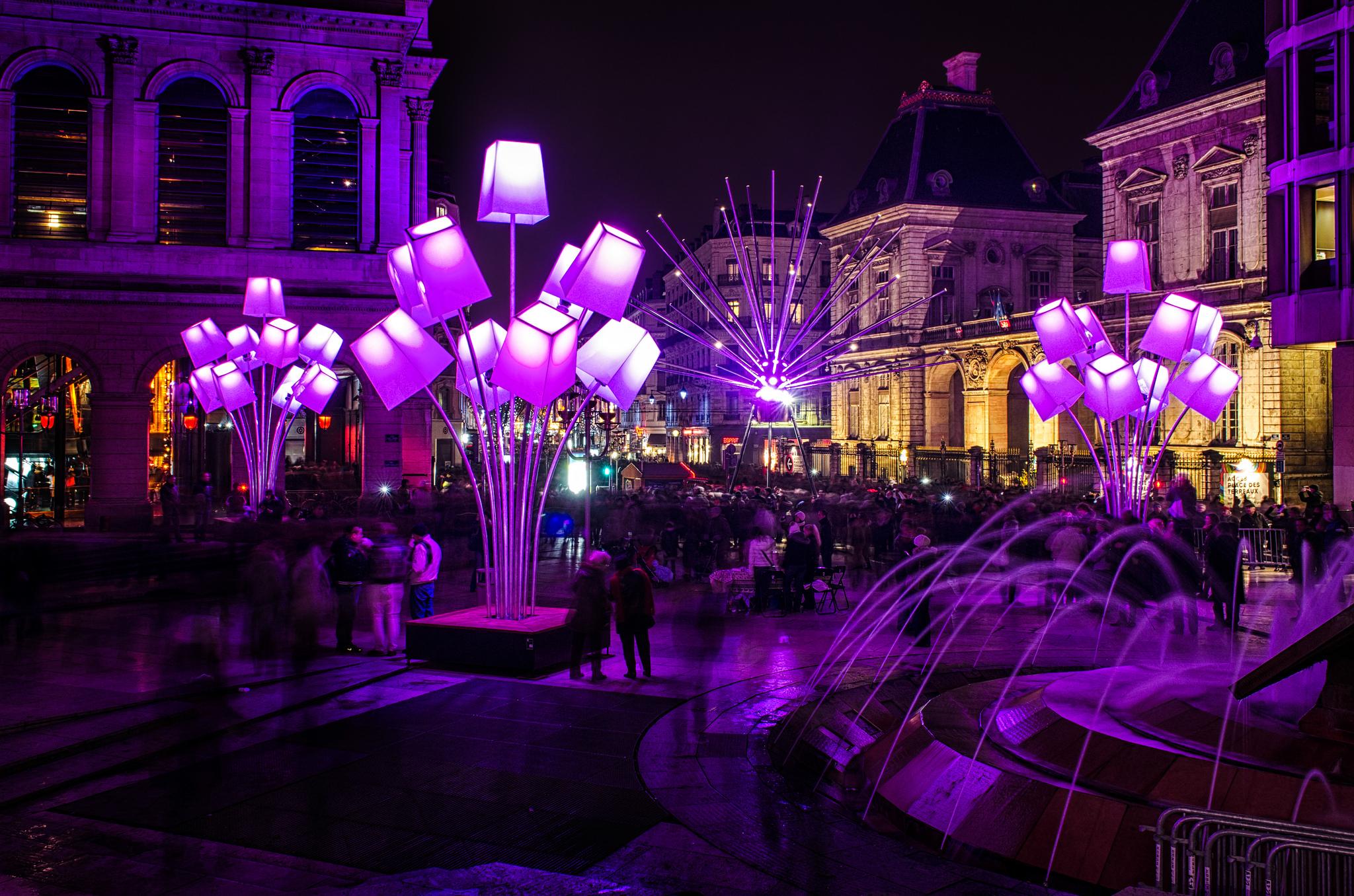 Центр Лиона во время фестиваля света