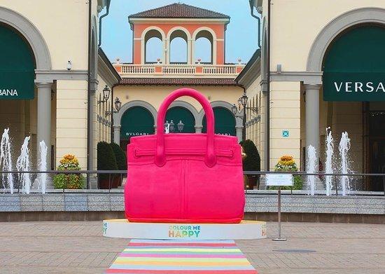 10 причин никогда не посещать Италию serravalle outlet.jpg