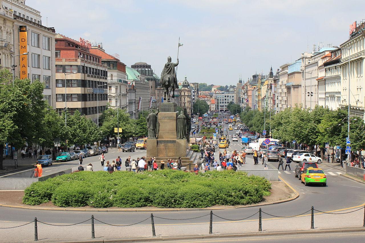 Памятник Святому Вацлаву, вид на Прагу