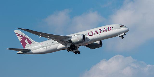 Qatar Airways Boeing 787-8 Dreamliner A7-BCO MUC 2015 02.jpg