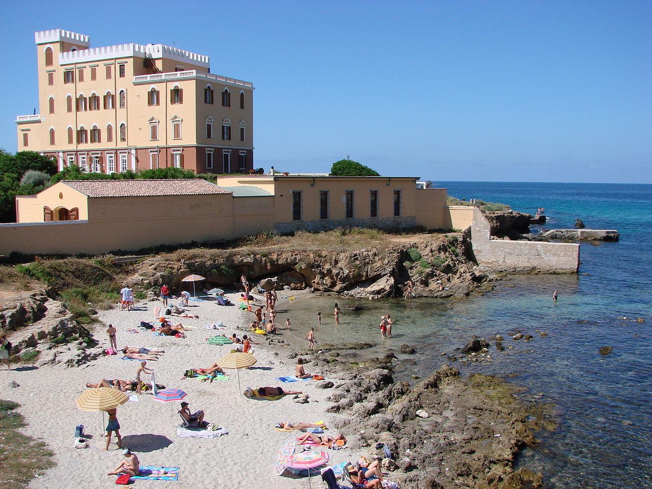 Альгеро, пляж рядом с виллой Las Tronas