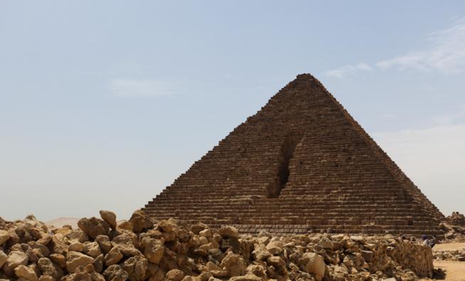 Вид на пирамиду Микерина