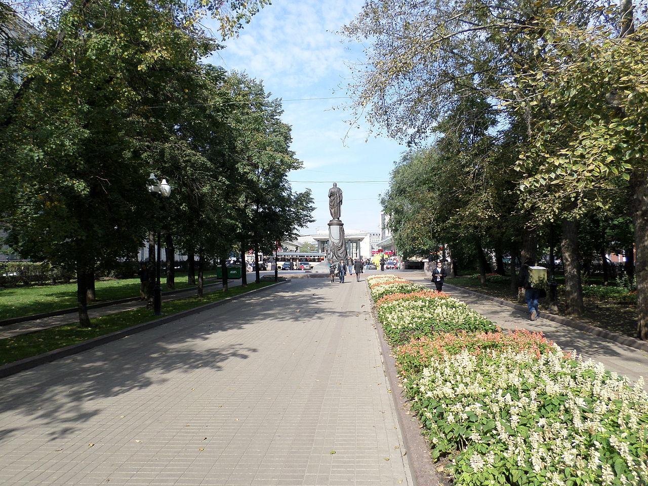 Чистопрудный бульвар, памятник Грибоедову