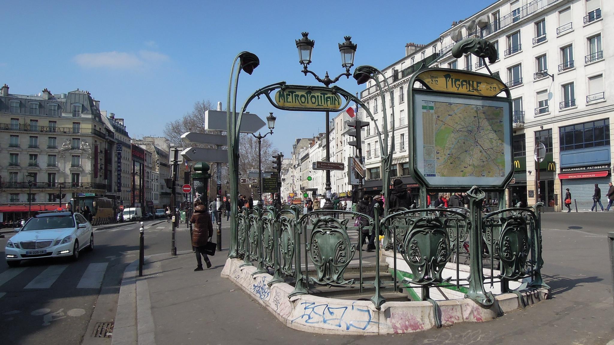 Площадь Пигаль, станция метро