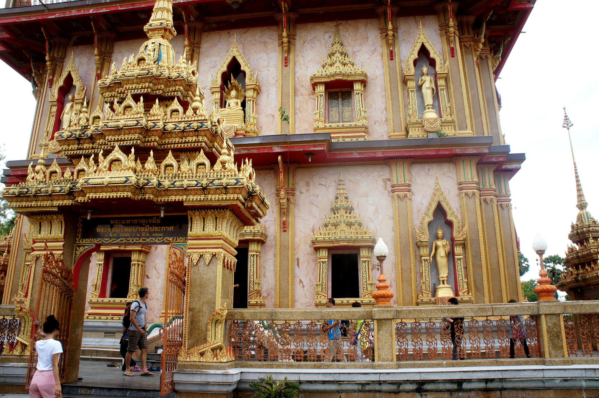 Храм Ват Чалонг, ворота пагоды
