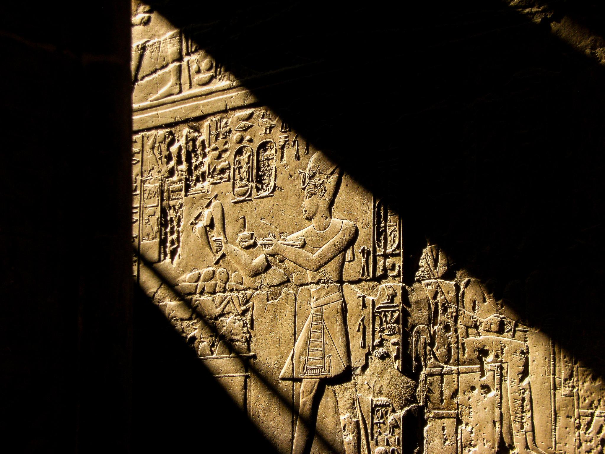 Стены в Луксорском храме, Луксор