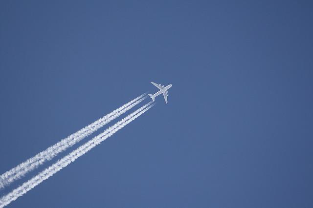 Aircraft-1312284 640.jpg