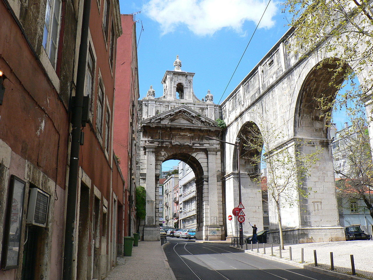 Акведук Агуаш-Либриш, арка в центре города