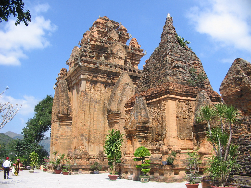 Башни По Нагар, Нячанг