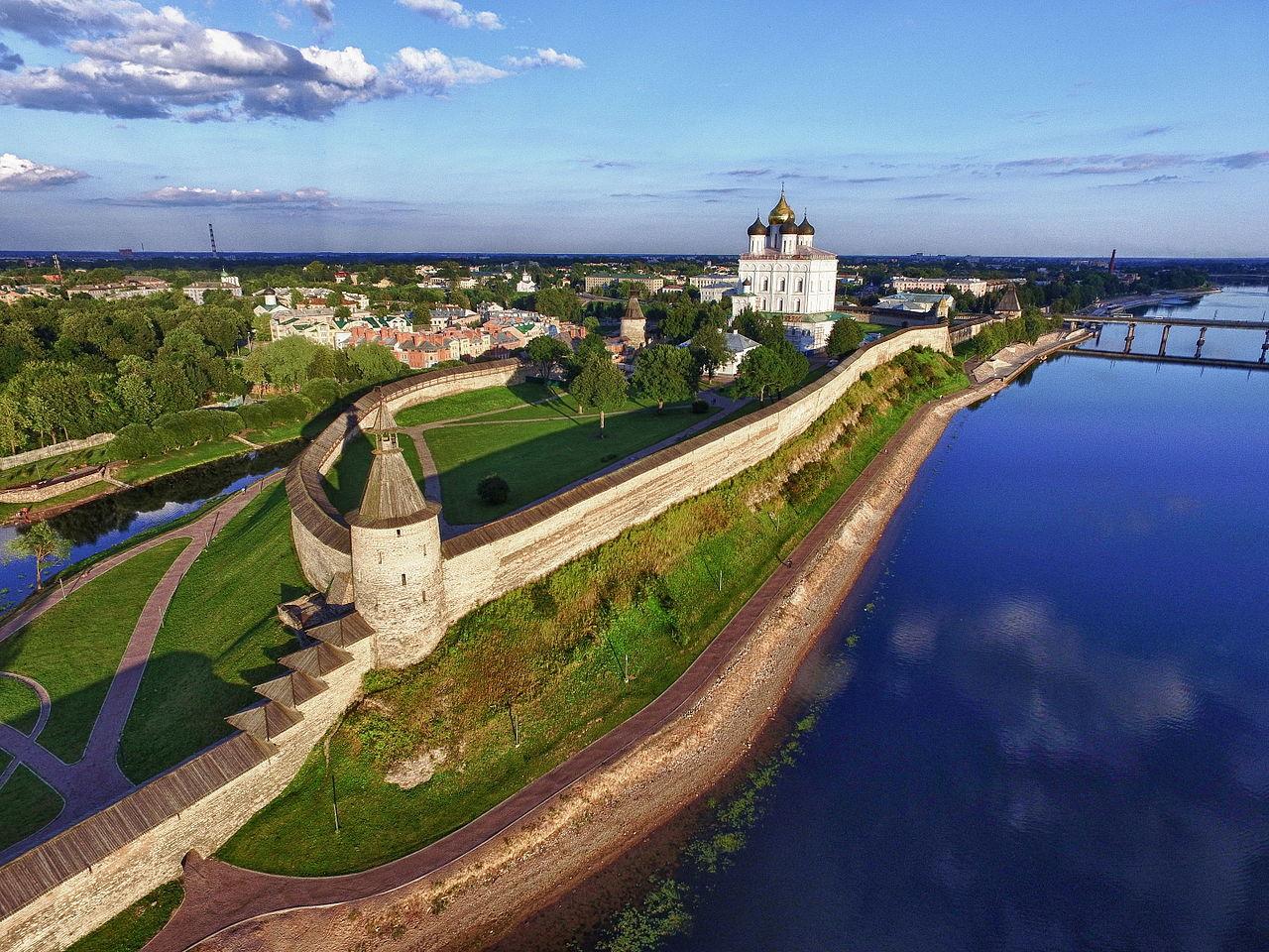 Псковский Кремль: описание, история, экскурсии, точный адрес