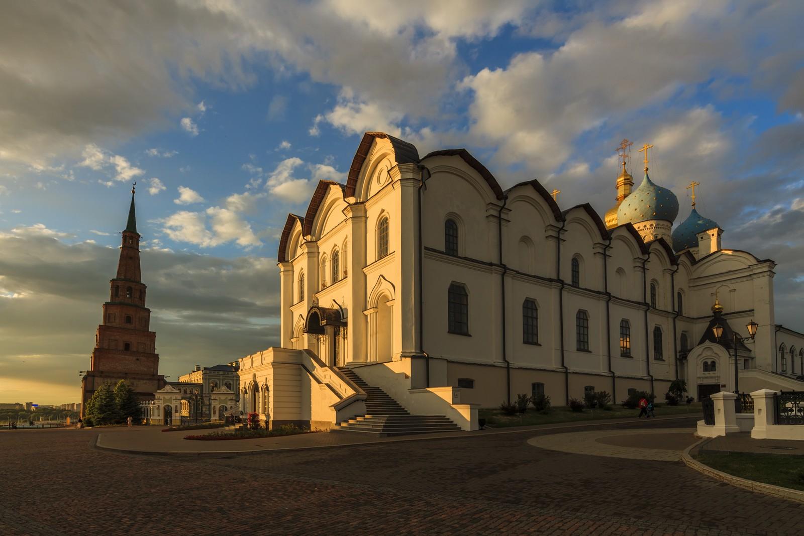Благовещенский собор и башня Сююмбике в Казанском кремле