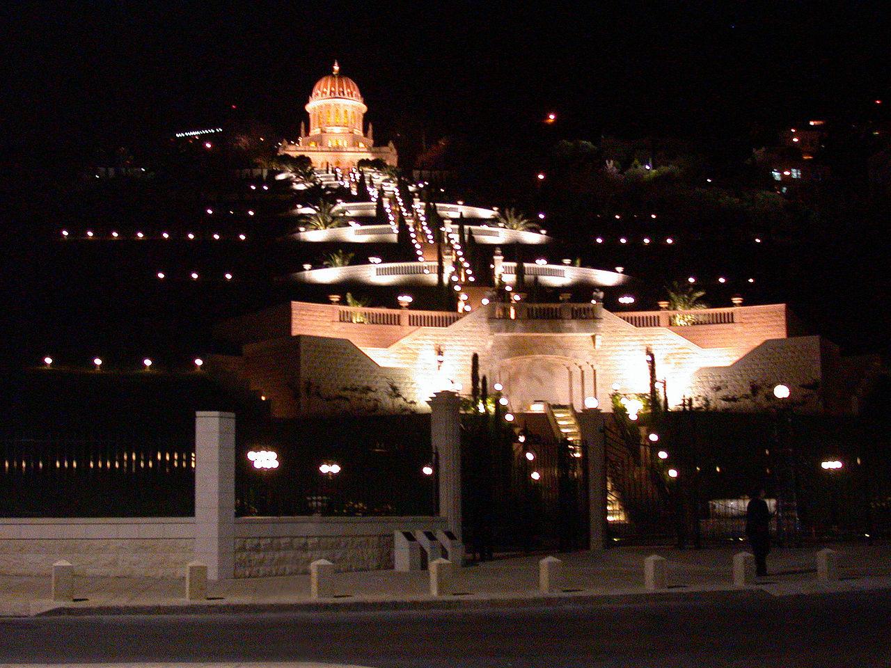 Всемирный центр бахаи в ночном освешении