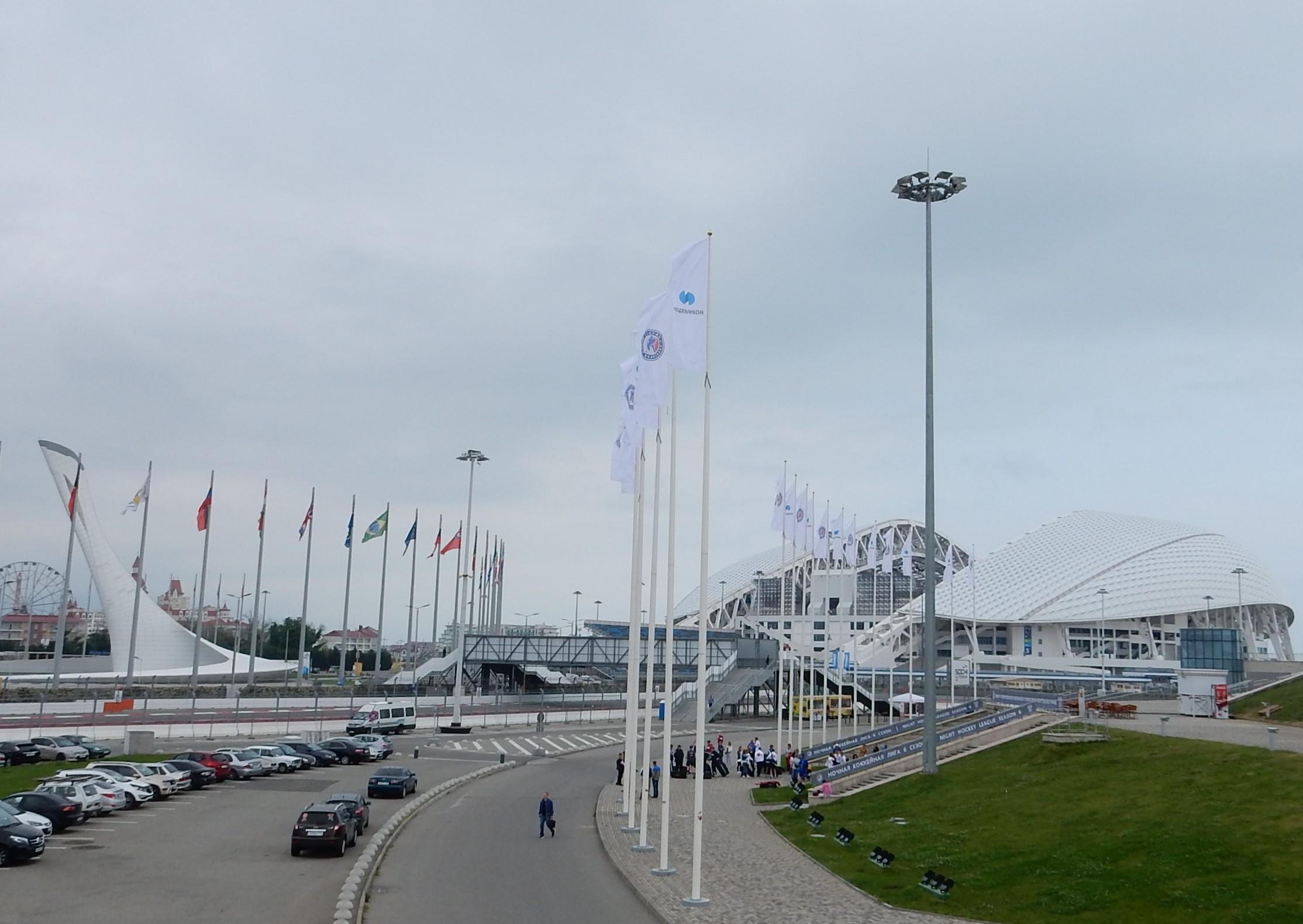 Олимпийский огонь и Стадион «Фишт» в Адлере