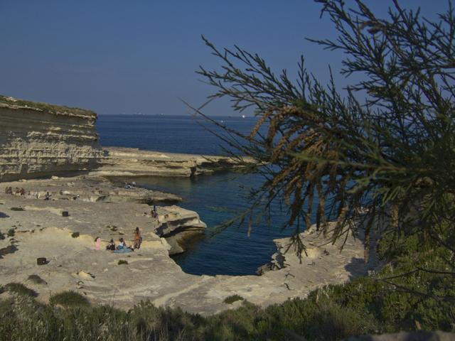 Скалистый пляж Питерс-Пул
