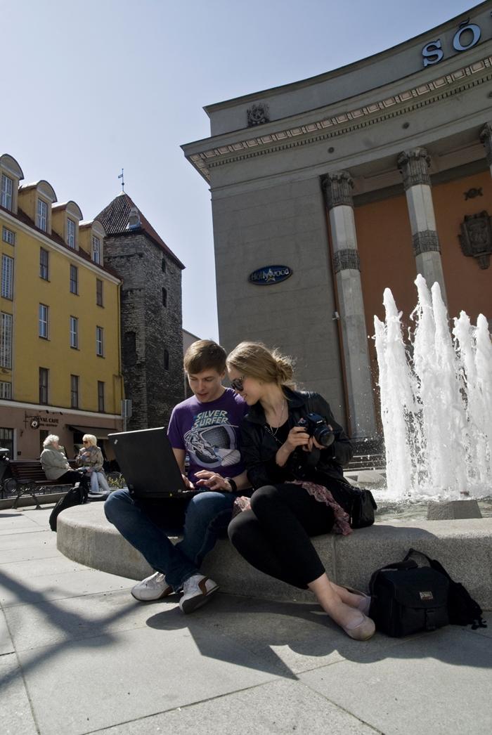 Беспроводной интернет есть даже у фонтана, Эстония