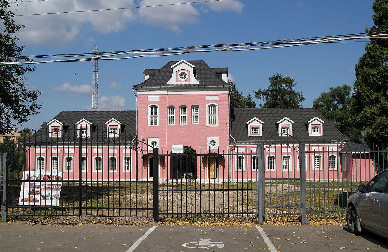 Большие Вяземы, здание конного двора
