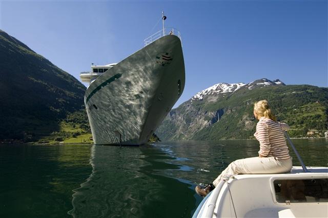 Виды Гейрангер-фьорда, Норвегия.jpg