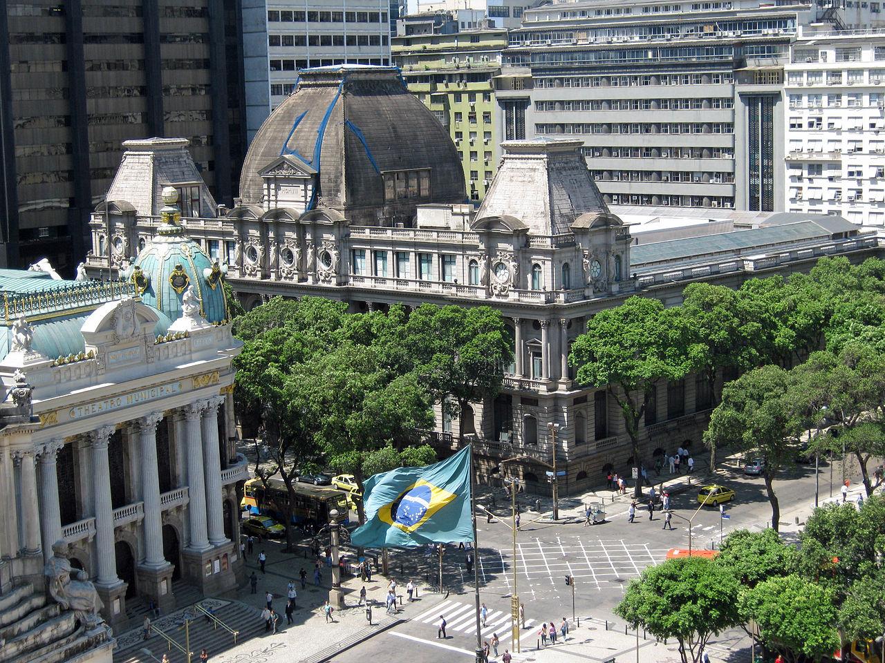 Вид на муниципальный театр и Национальный музей изобразительных искусств, Рио-де-Жанейро