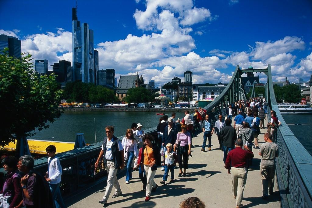 мост франкфурт на майне фото туристов библии старые