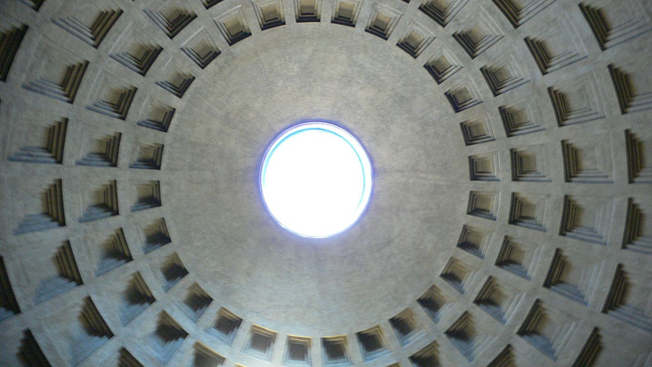 Пантеон в Риме, отверстие в своде