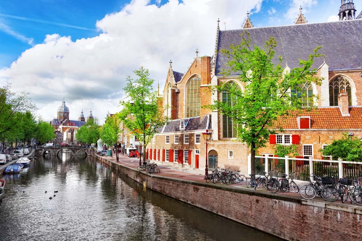 Уютные домики вдоль канала, Амстердам