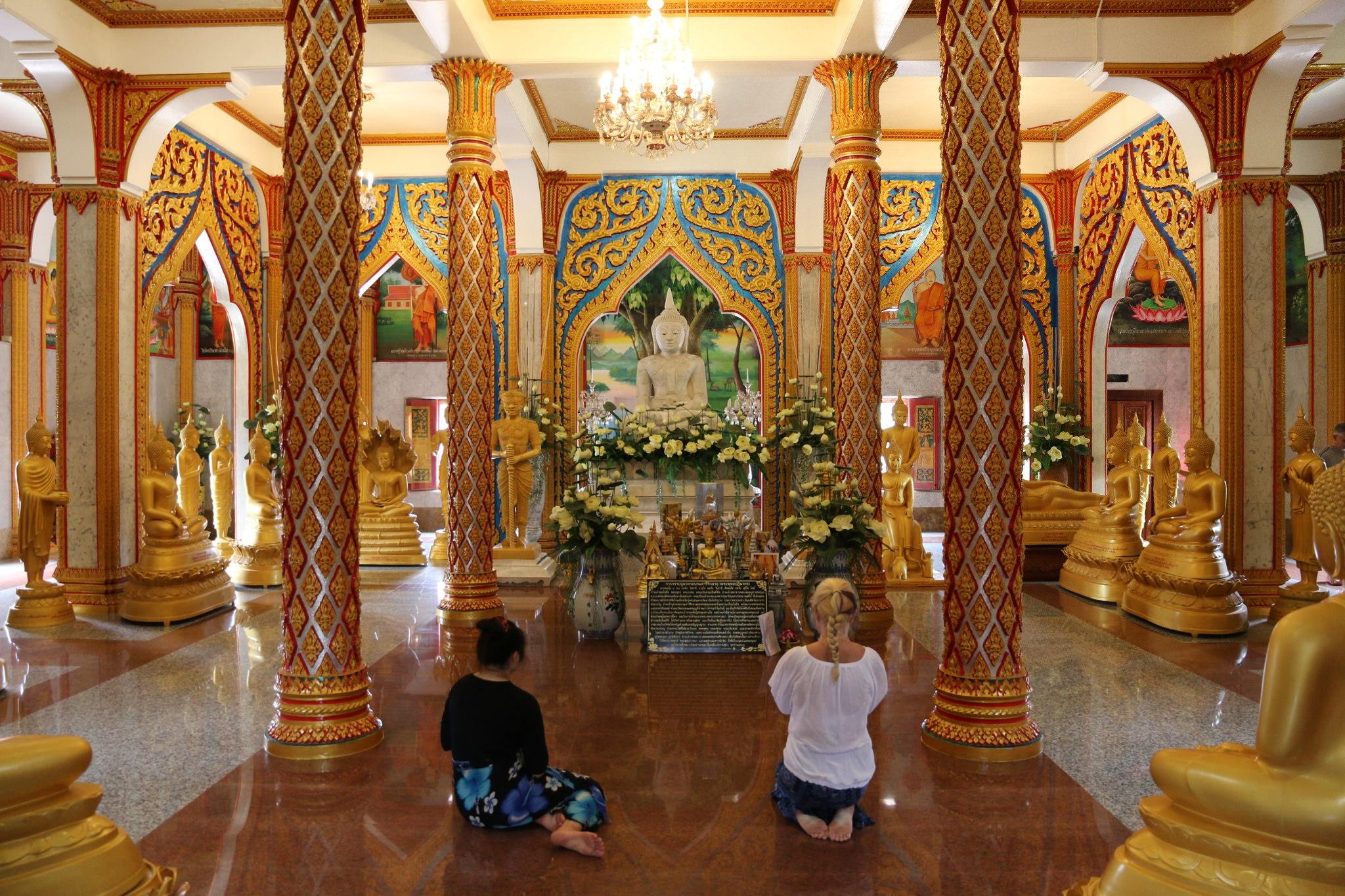 Храм Ват Чалонг, интерьер