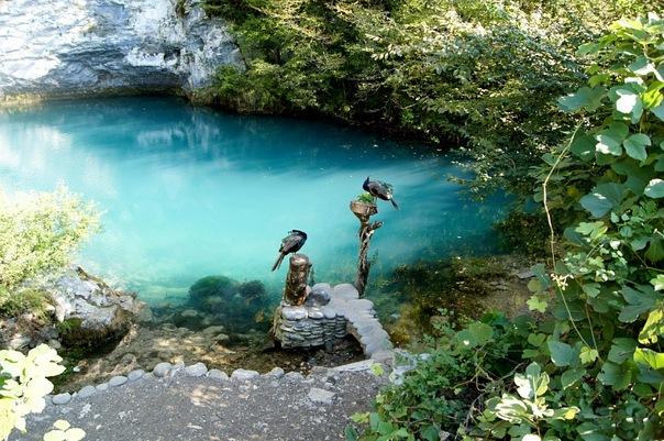 Голубое озеро в Гаграх