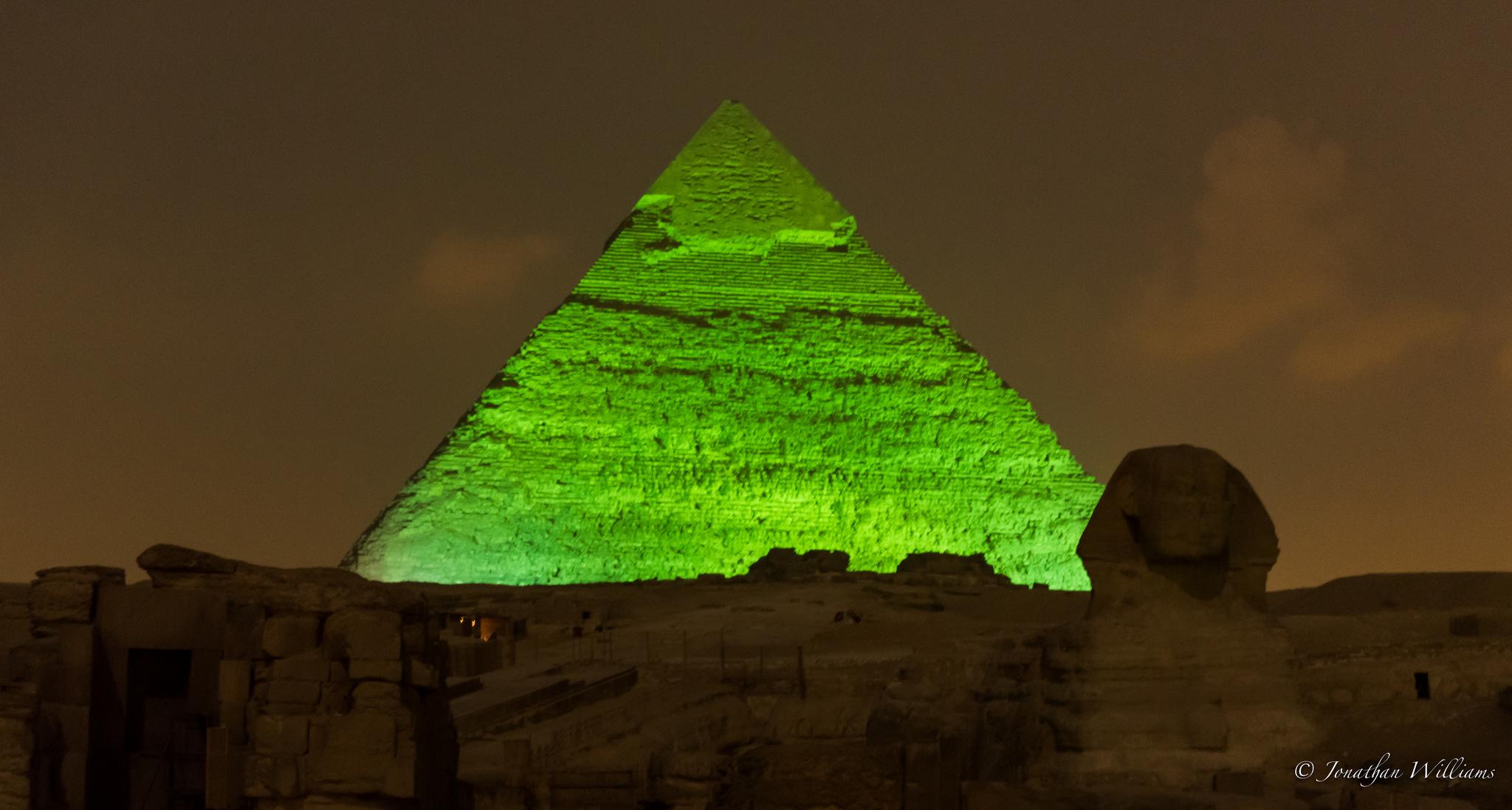 Пирамида Хефрена ночью