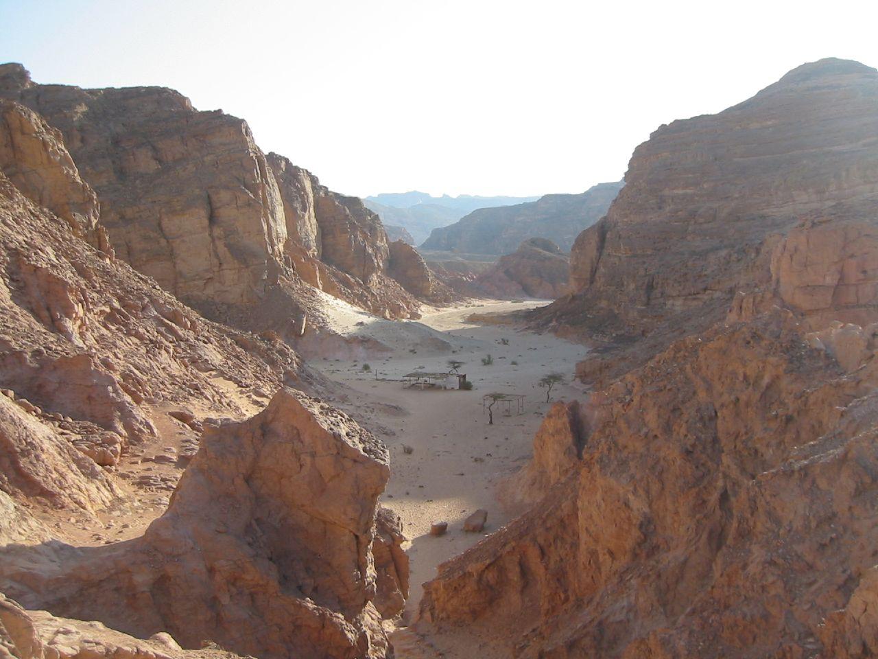 Цветной каньон около города Нувейба, Египет