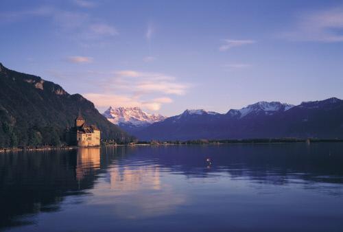 Женевское озеро и снежные вершины гор, Монтре.jpeg