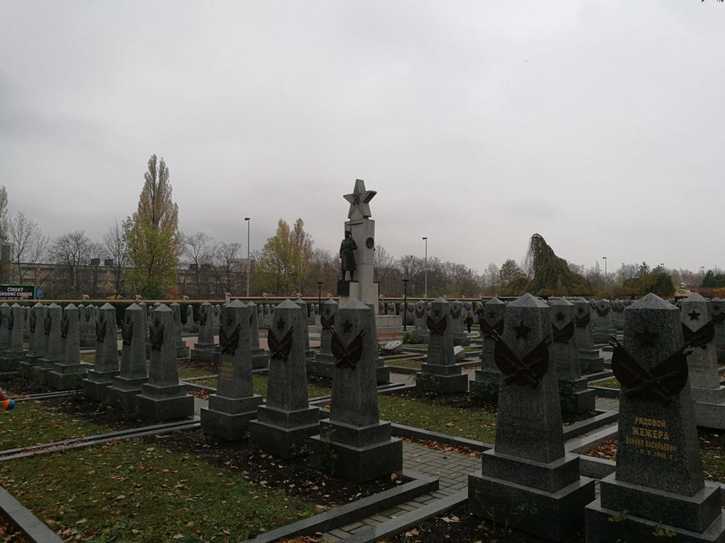 Могилы солдат на Ольшанском кладбище в Праге