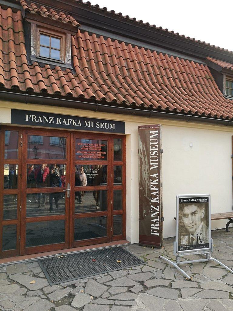 Вход в музей Кафки, Прага, Чехия