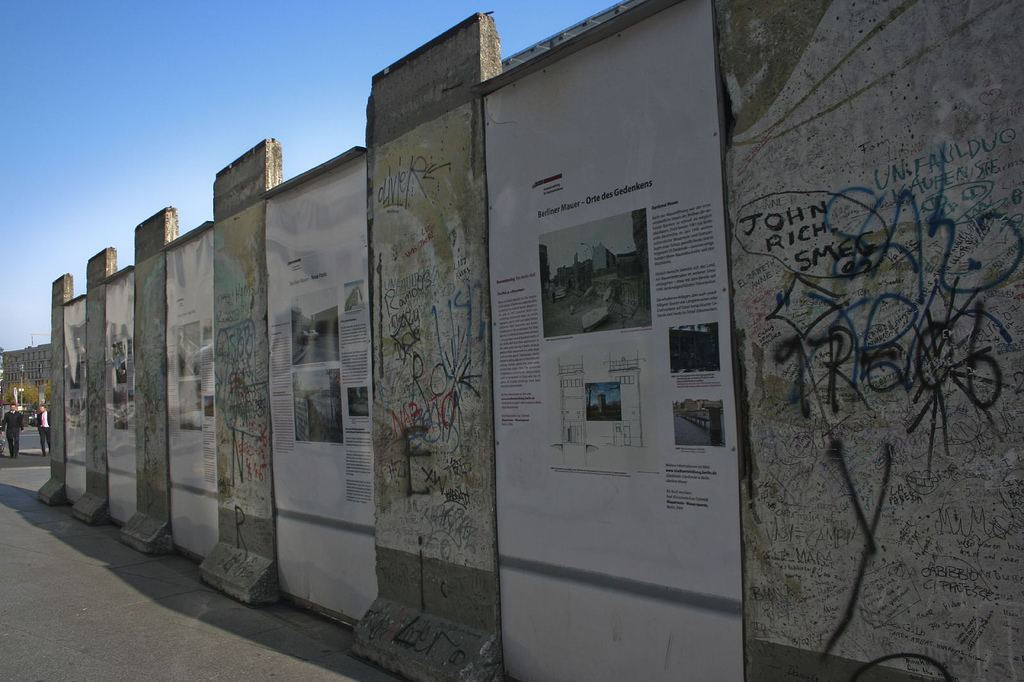 Вид на Берлинскую стену