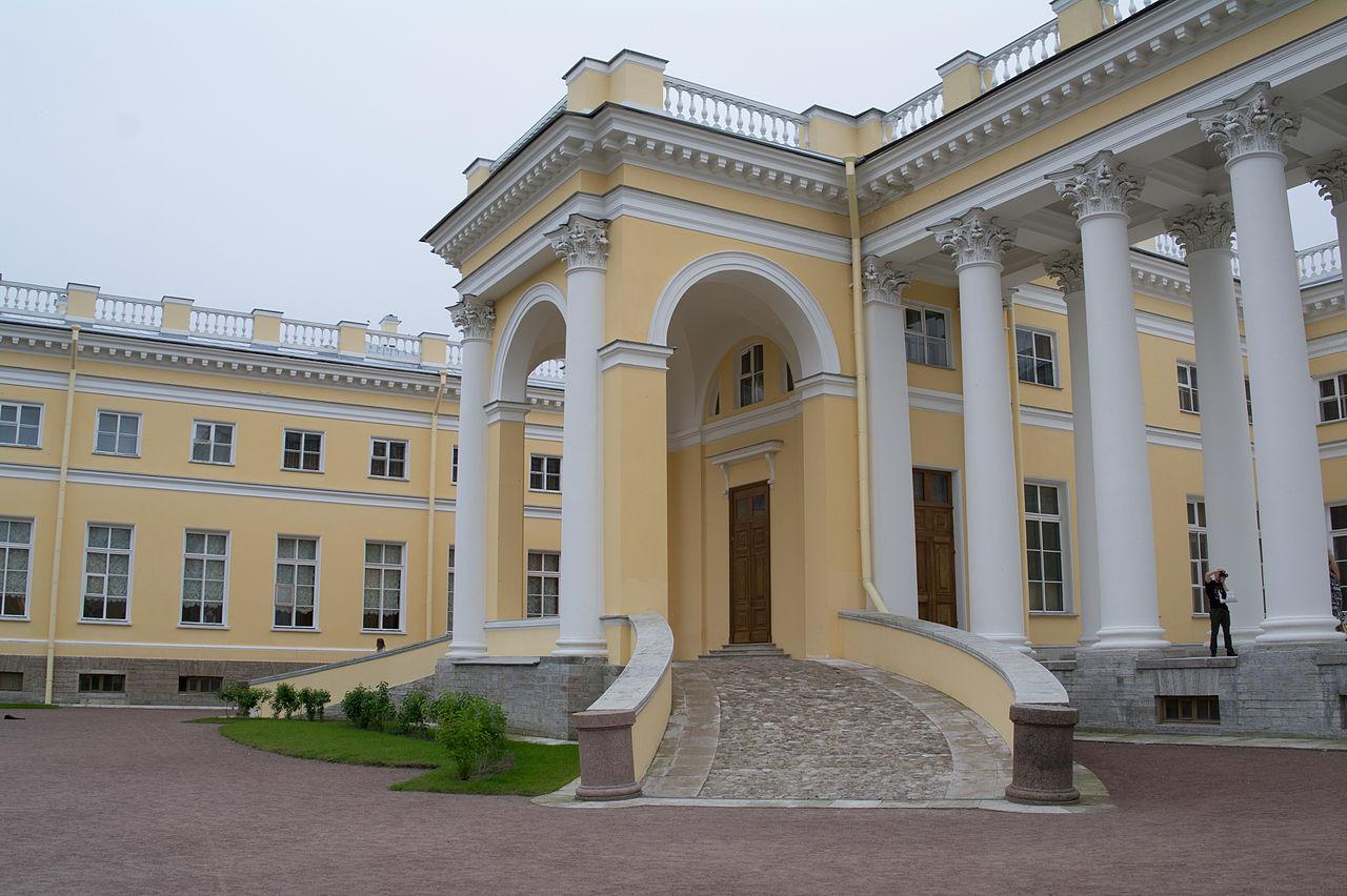 Александровский дворец, парадный вход