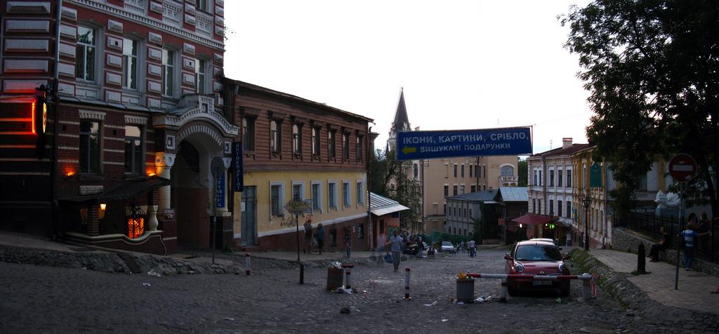 Андреевский спуск в Киеве вечером