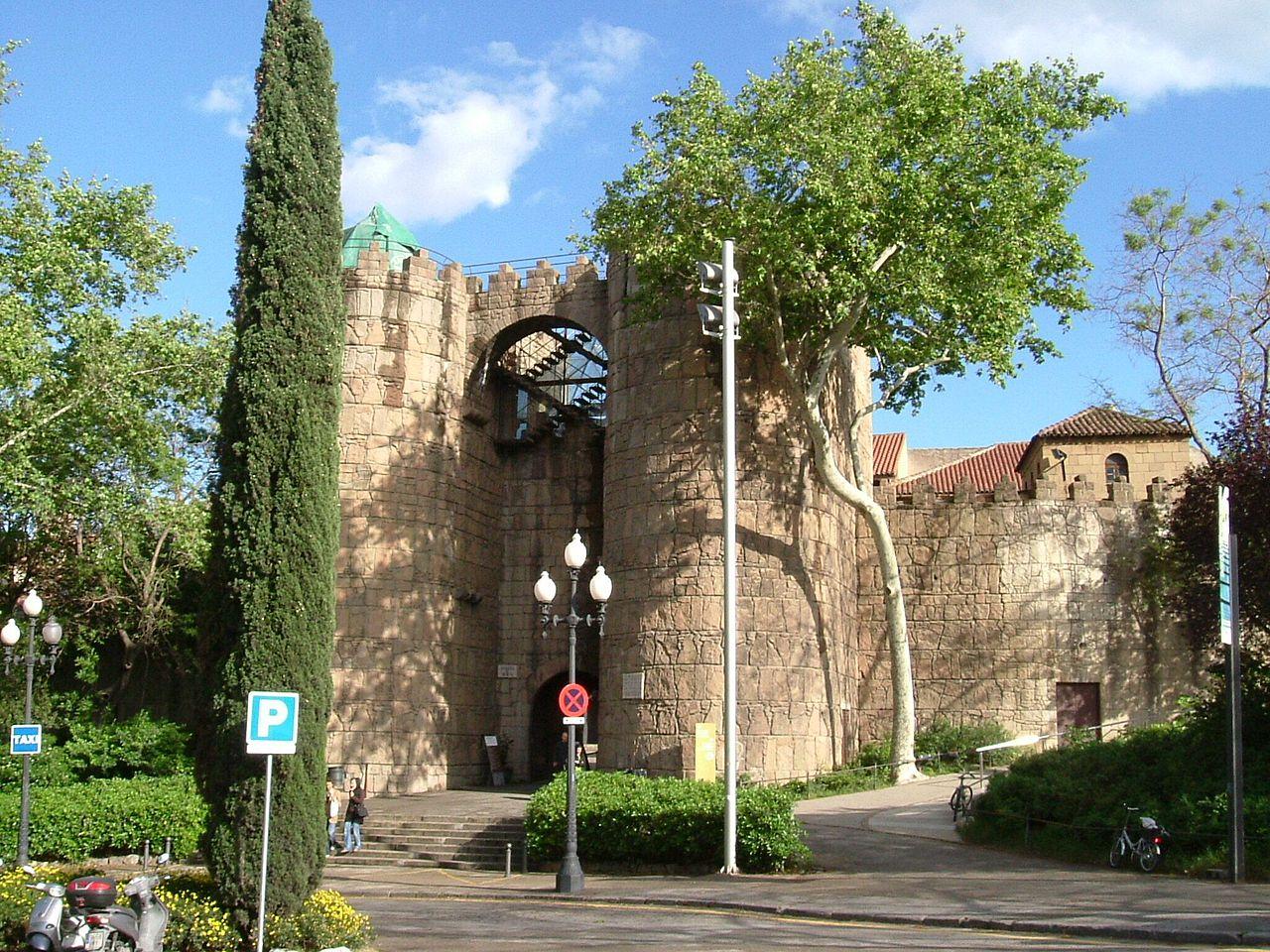 Испанская деревня, вход