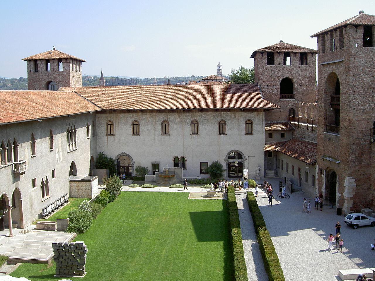 Музей Кастельвеккьо, двор замка