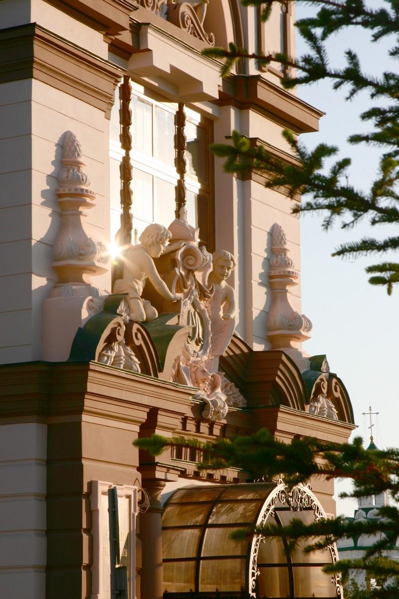Национальный музей Республики Татарстан, фрагмент фасада над входом