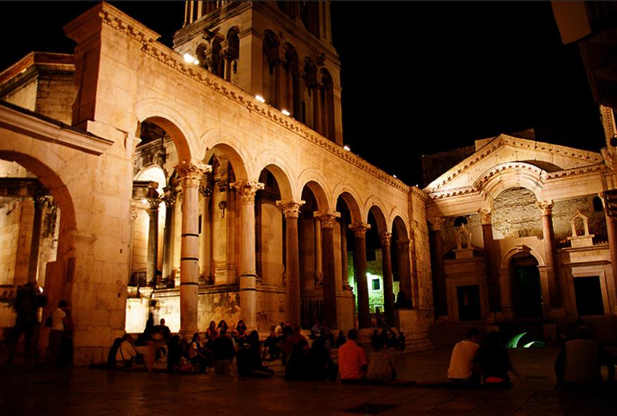 Ночной вид Дворца Диоклетиана