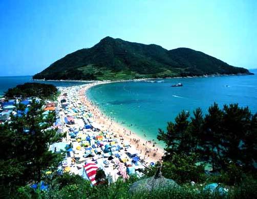 Пляж Пичжин в Тхонъёне, провинция Кёнсан-намдо