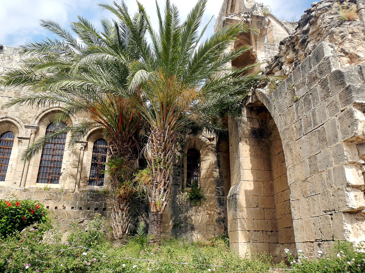 Аббатство Беллапаис в предгорье Киренийского хребта