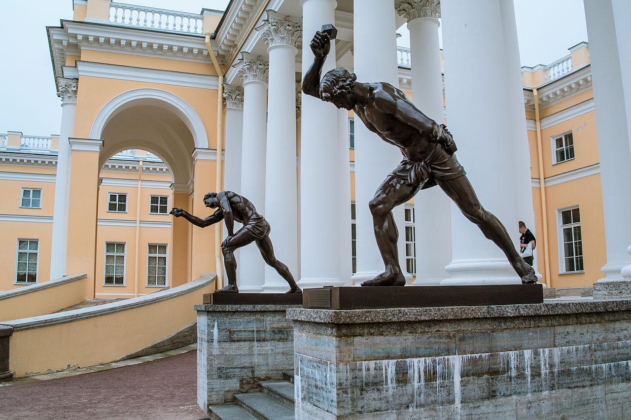 Александровский дворец, скульптуры